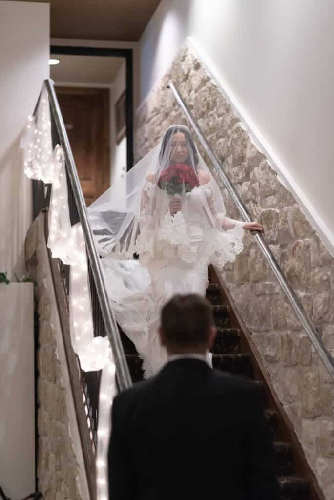 Entrance-for-the-Bride-on-stairs_8808-684x1024
