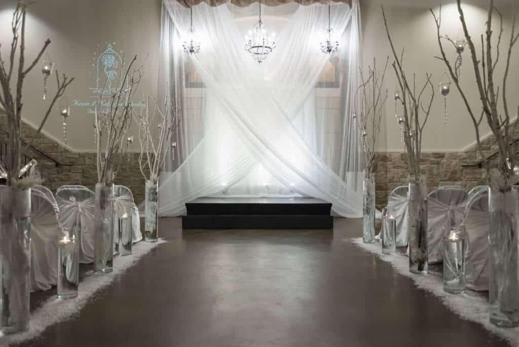 Let-it-snow-winter-white-wedding-ceremony-Criss-cross_2267-1024x684