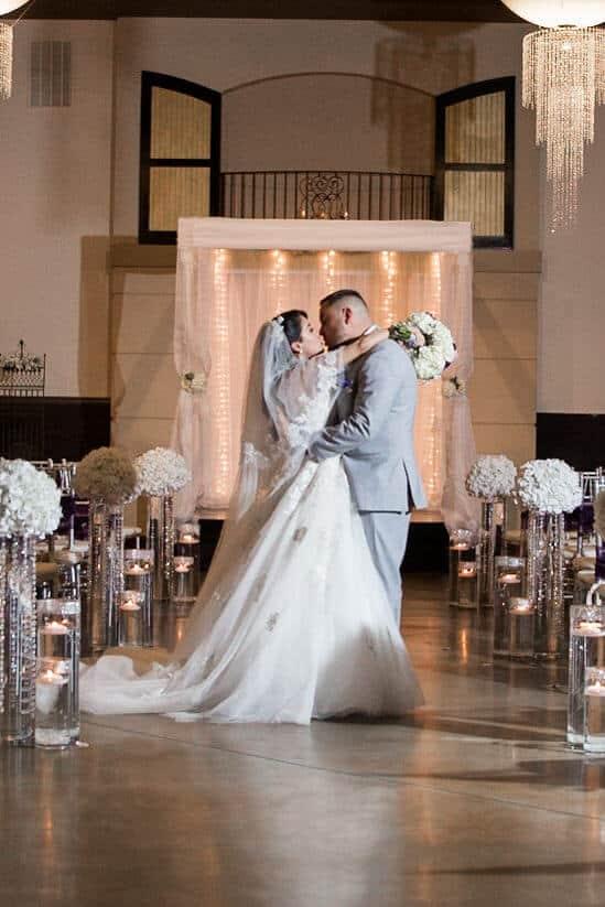 Wedding-ceremony-chiavari-chairs-R013