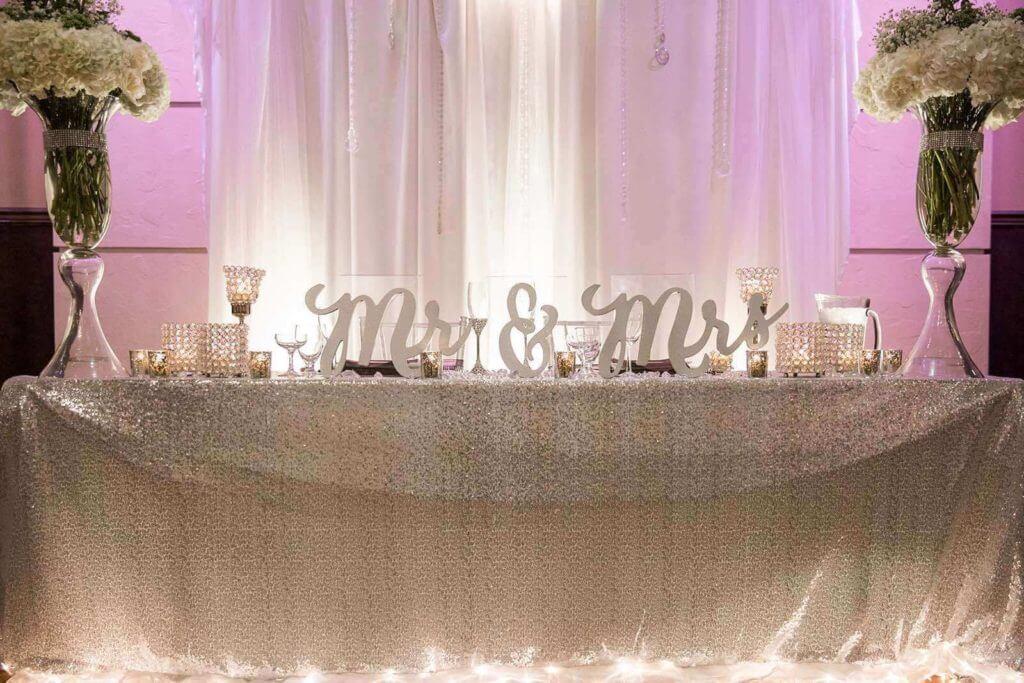 D-Head-table-Mr.-Mrs.-Wedding-signs-at-Bella-Sera-mb-1024x683