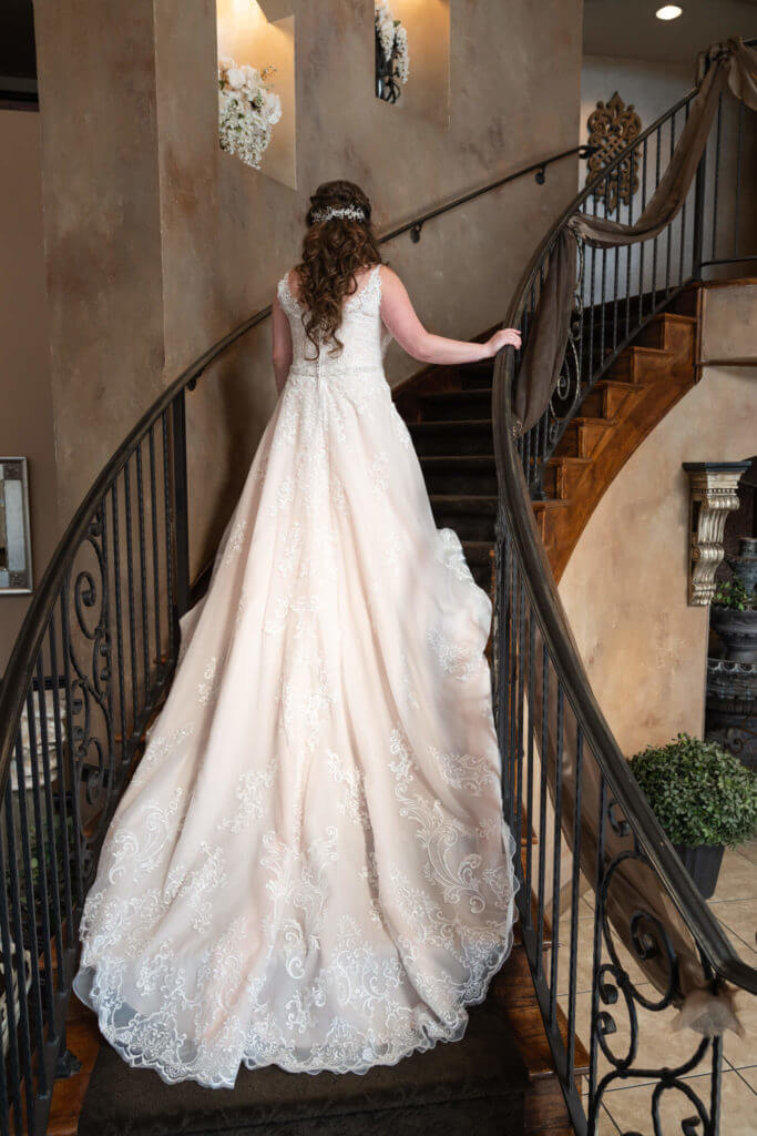 Bridal-train-on-grand-staircase-TG08262-683x1024