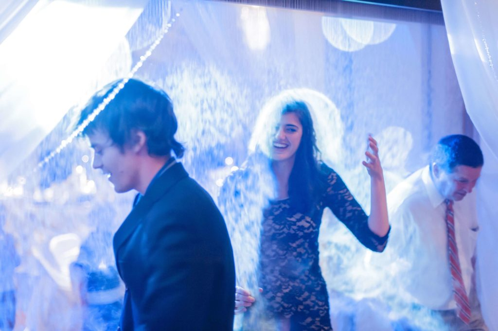 Fun-Fogscreen-WEDDING-RECEPTION-1024x681