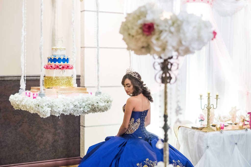 Quinceanera-Hanging-Cake-Paola_sml-1024x683