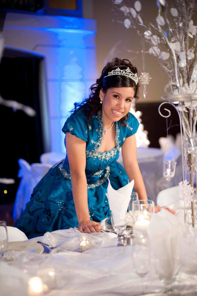 Quinceanera-Winter-Blue-Liset-Head-Table_sml-681x1024