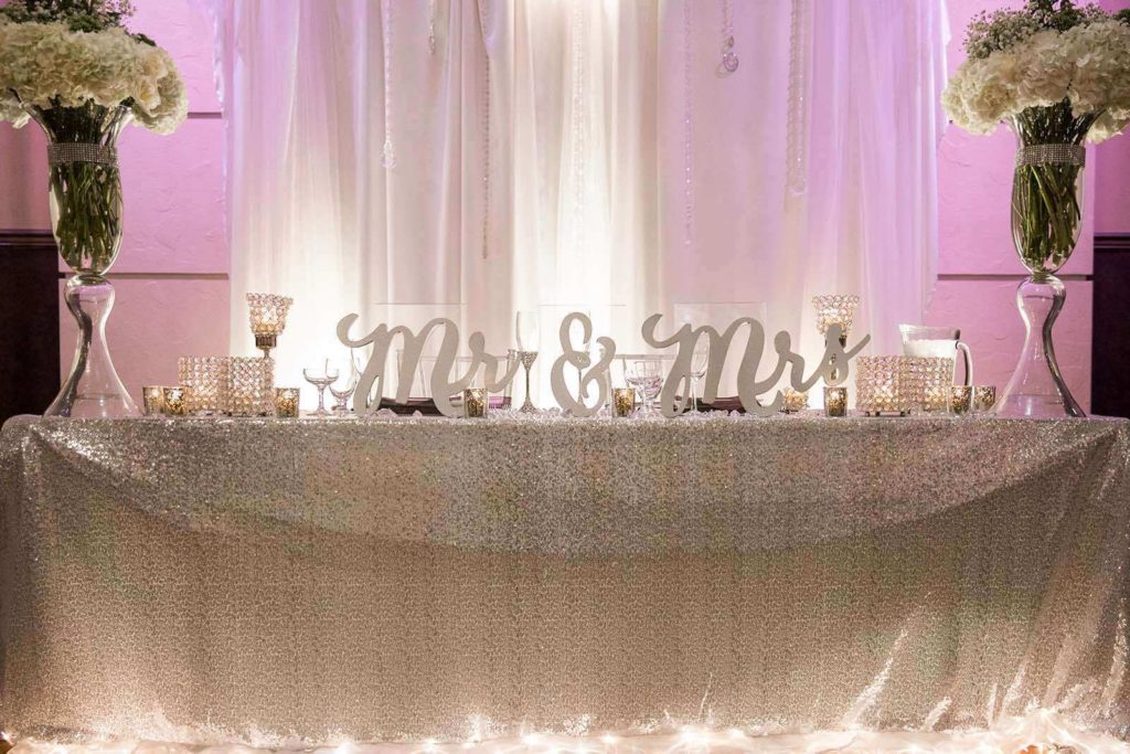 D-Head-table-Mr.-Mrs.-Wedding-signs-at-Bella-Sera-mb-1024x683